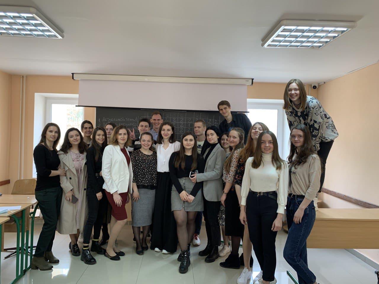 Говори – зачаровуй: курс «Мистецтво публічних виступів» в Українському гуманітарному інституті