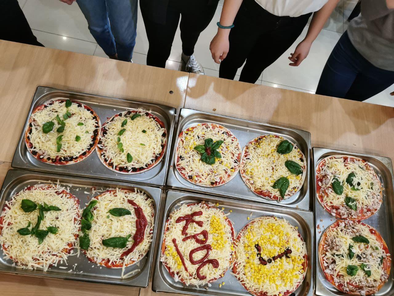 На останньому вечорі першокурсники готували піцу
